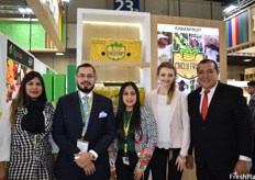 Maria José Rivas, Carlos Sánchez, Anaís Joutteaux, Christina Geller, and Nuñez Manssur of Exbanfrut. The company is exhibiting at Fruit Logistica for its second year and exports bananas under their own brand Chely Fruit.
