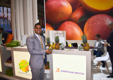 Mahonri Navarro of American Smiths, holding the Mingolo mango, a Dominican variety produced by the company. The company can supply up to 400 containers of this mango throughout the season for the European market.
