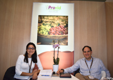 Ana Sofia Gutierrez and Arturo Hoffmann of Don Ricardo, representing the Peruvian Table Grape Producers Association.