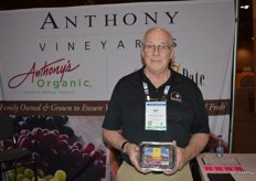 Jay Stover with Anthony Vineyards / Sun Date shows organic Medjool dates.