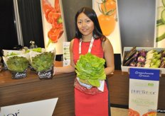 Sarah Pau proudly presents the living lettuce of Pure Flavor.
