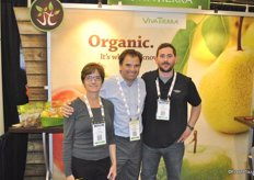 Deidre Smyrnos (Viva Tierra), Rodrigo Del Sante Lira (Greenvic from Chile) and PaulMcCaffrey (VivaTierra) promoting mainly their organic pears from Argentina and Chile.