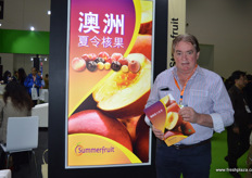 John Moore of Summerfruit Australia. In December a special export programme for Australian nectarines will start. Summerfruit Australia is cooperating with high-end retailers across China including Yumsum and Joy Wing Mau.