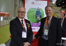 Michael Ahern, CEO of Onions New Zealand, together with Kevin Wilcox, Managing Director of Wilcox & Sons.