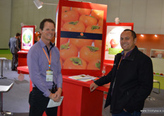 Duane Wells of NTL Horticulture, also Chairman of the New Zealand Persimmon Industry Society, together with Jim Tarawa, Avocado Procurement Manager at FreshMax. New Zealand persimmons received market access to China earlier in 2017 at the end of the season. The coming year the sector is hopeful to launch exports.