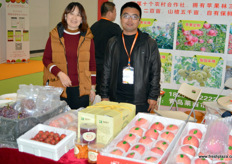 The Qingdao Run Farming Bai Chuan Cooperative grows apples, peaches and grapes. On the photos are Lin Qing, general manager, and Du Honglei, Deputy General.