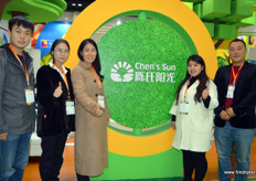 Chen's Sun is a Chinese retailer and prominent importer of fresh fruits. The company is located in Zhengzhou, in central China. In the photo are Bruce, Chen Qingmei, Na Chen, Cheng Nan and Zhao Jifeng.