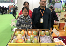 Tina Y.L. Yeung, CEO at Hong Kong Golden Sunflower, an import company, is visiting her panzihua mango suppliers at the stand of MeiGuoBao. To the right is Bai Bing, General Manager.