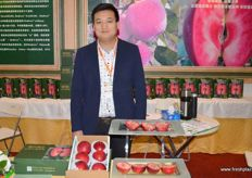 Qu Zhenxing of Red Love Apples.