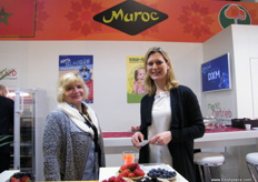 Sonja Lucker with a colleague at the Fresouer (Moroccan stand); fresh and frozen strawberries are the main products.