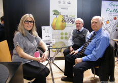 At the Farm Hellas (Greece) stand: Sofia Kempapidou with Vasilios Kempapidis and Prof. Miltiadis Vasilakakis. Sissy pears, a new pear variety will be soon out of the Italian market.