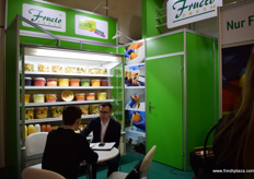 Rafael Zwoinski from FructoFresh speaking with a client.