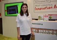 A representative from Greenyard Farms, handing out snack tomatoes nominated for the Fruit Logistica Innovation Award.