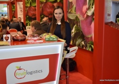 Kateryna Sergieieva from Fruit Logistics, showing visitors the different apple packaging they offer.