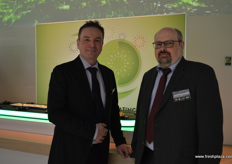 Andreas Borgers Marketing Manager for Zespri Germany with Herman Richter from VDFB.
