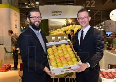 Marian Perfler and Fabio Zanesco with a crate of Golden Delicious.