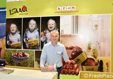 Jurgen Braun at the KIKU stand, which focused on the ISAAQ snack apple, developed by CIV and KIKU and dedicated to the great Isaac Newton.