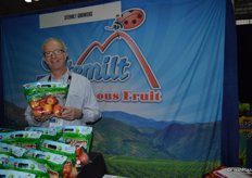Roger Pepperl with Stemilt shows the company's Lil Snappers pouch bags of apples.