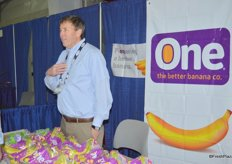 William Sheridan with One Banana talking to show attendees.