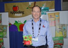 David McClurg with Appeeling Fruit showing a new product: organic sliced apples.