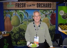 Bob Catinella with Pear Bureau Northwest cuts up pears for show attendees.