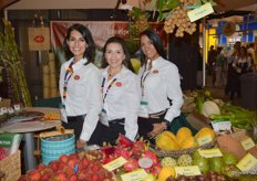 Paulina Orrego, Katalina Moreno and Sindy Figueroa with Ecoripe Tropicals, having a lot of exotic fruit varieties on display.