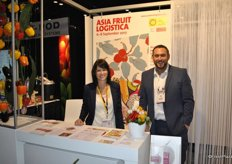 Stefanie Serrato and Carl Collen in the Fruit Logistica booth