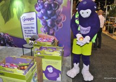 The Monkey from Grapple is proud with the fruit