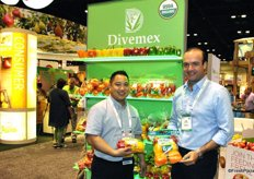 Luis de Saracho (Divemex) and Aaron Quon (Oppy) show their greenhouse produce. With organic produce and a special packing for ugly fruits, they are definitely react to the markets demands.