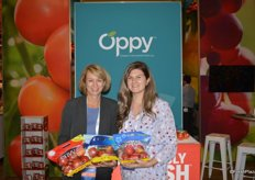 Karin Gardner and Kelsey Van Lissum with Oppy show pouch bags with organic Envy apples as well as the organic Jazz and Pacific Rose varieties, all grown in the state of Washington.