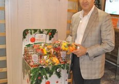 Carlos Visconti from Red Sun Farms promotes the Holiday Packs. It can change for each holiday.