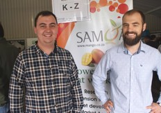 Izak Bester, agricultural economist, and his brother Andries, horticulturalist at Subtrop.