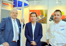 Hellman is an logistics service provider that is active in China through the port of Hong Kong, Shanghai and Qingdao. The company cooperates with Dutch company Zuidkoop to bring the creative fruit creations used to decorate the stands into Hong Kong. From left to right: Dr Jens Möller, Ivo Skorin and Marco Vink.