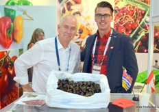 Daniel Trottier and John Waslen of Consolidated Fruit Packers, part of the Star Group. The company supplies China, Singapore and Malaysia with fresh cherries. Since its acquisition of Graham Nelson, is has obtained 40 years of export experience, a range of new customers and growers and a scale increase of over 100%.