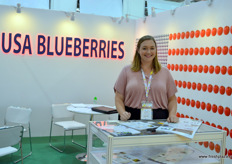USA Blueberries with Alicia, responsible for the international marketing. Although American fresh blueberries are not allowed to enter China yet, a programme lobbying for formal market access is on its way. A new series of meetings with officials of the Chinese AQSIQ will take place in December, and Chinese inspectors are expected to visit some of the orchards next year. Meanwhile the fruit is sent to Thailand, Singapore, and Malaysia.