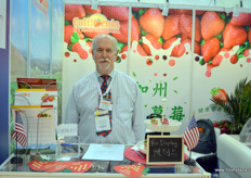 Mike of the California Strawberry Commission. At the moment, four Californian shippers are registered for export to China. With support of the Strawberry Commission, before November, an additional 4 to 6 new shippers are expected to receive export licenses. California's strawberry season is almost all year around.