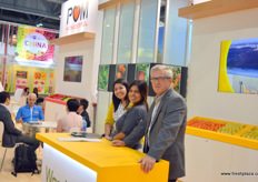 Areli Vargay Esparza, Veronica F Lores and Tom Rousse of POM Wonderful. POM Wonderful sends premium citrus to China under the Wonderful Citrus brand. It has established cooperation with Walmart, Fruit Day and a number of wholesalers. The citrus season runs from December to May the following year.