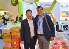 Gonzalo Matamala of GESEX together with the Director of Yogo Fruits, Mr Fang. Yogo Fruits is a fruit importer, but also owns a number of orchards in China and Southeast Asia. The company grows its own grapes, as well as durian.