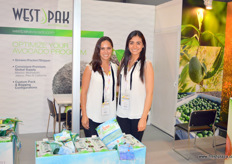 WestPak Avocado cultivates avocado in Mexico and California. Part of its crop is exported to China, Japan, Singapore and Malaysia, markets where the fruit's popularity is growing quickly. On the photo are Leticia Montoya and Nora Bravo.