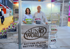 Danielle Loustalot, Marketing Specialist and Garth Swinburn of SunWorld. SunWorld cultivates, markets, exports and distributes grapes Californian grapes. The Californian season runs from May to December, after which SunWorld can supply grapes from Chile, Peru or Australia, making year-round supply possible.