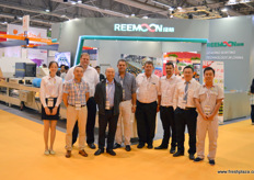 Lily, Zhu Er, Pierneef Smith, Zhu Yi, Andries Bracamonte, Gerard Meyer, Gerard, Hill and Sam of Reemoon, a sorting technolog provider. This year the company has installed one of its first cherry sorters in Shandong province. It has also attracted a Spanish sales team under the management of Andries Bracamonte. In Spain, the company will focus on the country's citrus, cherry and stonefruit markets.