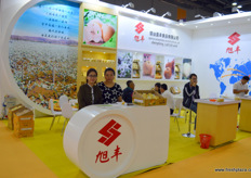 To the right is Wang Dian Liu, the marketing supervisor of Yantai Shengfeng Food Stuffs. She is together with Anna. The company is a large producer of Chinese pears.