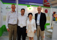 Richard Owen, Anthony Barbieri and Mabel Zhuang from PMA on the picture with Marc Soloman from Capespan.