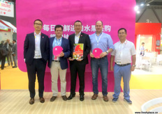 Management together with suppliers of Beijing Miss Fresh with Charif Christian of the Chilean Exporters Assocation, Benito, co-founder and president Andres Armstrong and Steven.