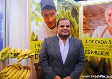 Marco Vinicio Valencia, responsabilidad social empresarial de APIB, Asociación de Productores Independientes de Banano). APIB is an organization of more than 85 banana producers together that promote bananas from Guatemala. According to their information, bananas are the third biggest agricultural export product of Guatemala.
