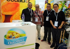 Xavier Mejía Román from Organpit, Ecuador, with some of his visitors during the first day. He is another company that exports yellow pitaya explaining that it would be good if the Chinese market will open.