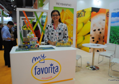 Monica Molineros from the Ecuadroian company Reybanpac, presenting their brand My favorita.