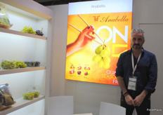 Carlos Carrillo Aroca from Annabella, Spanish company presenting the different grape varieties.