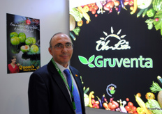 Fermín Sánchez, the general manager of Gruventa. Promoting the very sweet Queen's charm plum.