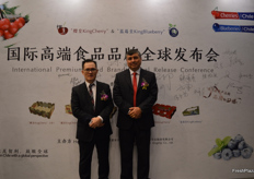 Left Chairman Ben Li of Shenzhen Kingship Co., Ltd., to the right Juan de Dios Salinas J. General Manager Kingship Fruit Chile S.p.A.
